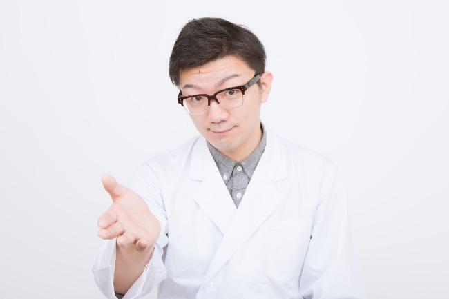 医者に問診を受ける