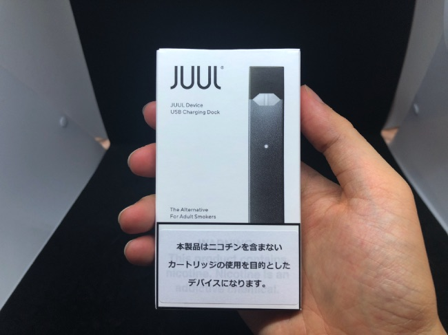 JUULパッケージを手に持ってみた