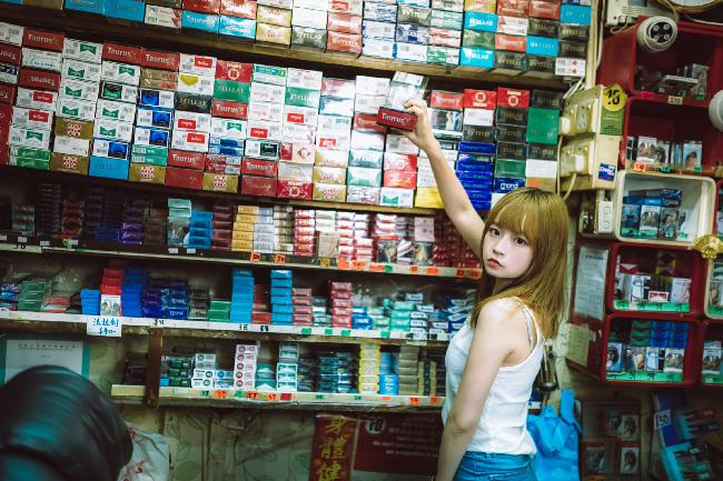 タバコ屋の少女